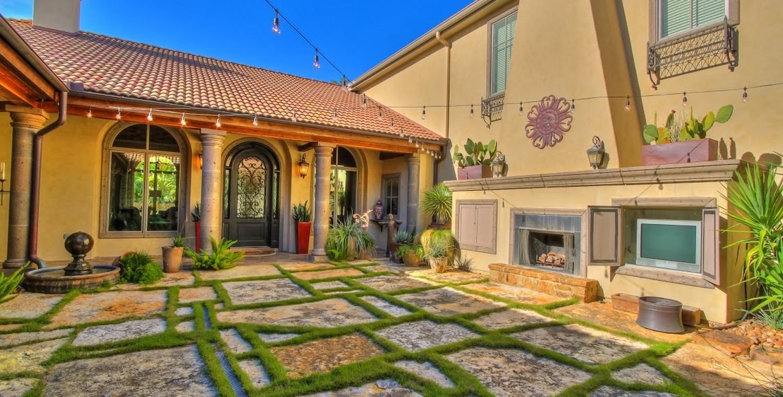 Bayside-courtyard